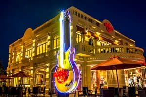 Hard Rock Cafe Love All, Serve All