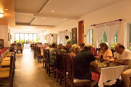 Queen Cuisine Restaurant Eating Lunch