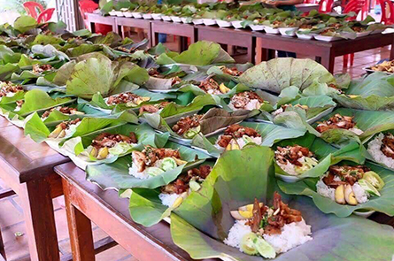 Lotus Leaf With Rice Chicken